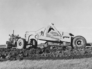 Caterpillar No. 60 scraper and D-6 tractor. Edgar Browning photo