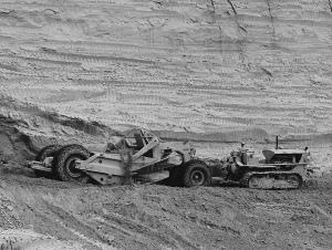 Caterpillar D-8(2U) tractor and No. 80 scraper. Matt Folsom photo