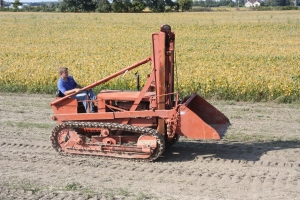 Allis-Chalmers Model M with Hough loader (1942)