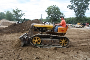 Anderson blade, on Oliver AD tractor (1954),  HCEA Show 2010 081