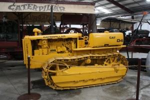 Caterpillar D-4 (7J) tractor (1939), Heidrick Ag Musuem, Woodland, CA 2014 046