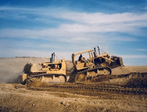 Caterpillar DD-9H push-dozers, David Maginnis photo