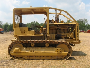 Caterpillar RD-8 tractor (1936), HCEA Show, 2011 Penfield, IL