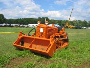 Cletrac Model BGSH with Drott clam loader (1948)  HCEA 2007 Show 035