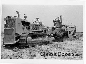 HD-21 with BV belt loader, Dulles Airport, 1959 (3)