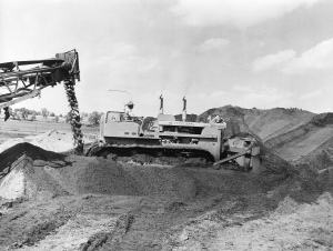 International Harvester TD-24 Series 241 dozer, Pit & Quarry