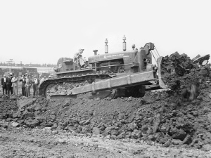 International Harvester TD-24 with Bucyrus-Erie blade (1953), Pit & Quarry