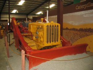 LaPlant-Choate blade on Caterpillar Model R-5 tractor (1936), Heidrick Ag Museum, California2005 116