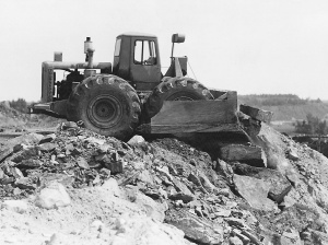 LeTourneau Model C (Tournadozer) wheel dozer, Pit & Quarry