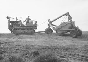 Caterpillar tractor and LeTourneau scraper in Wyoming. US Bureau of Reclamation photo